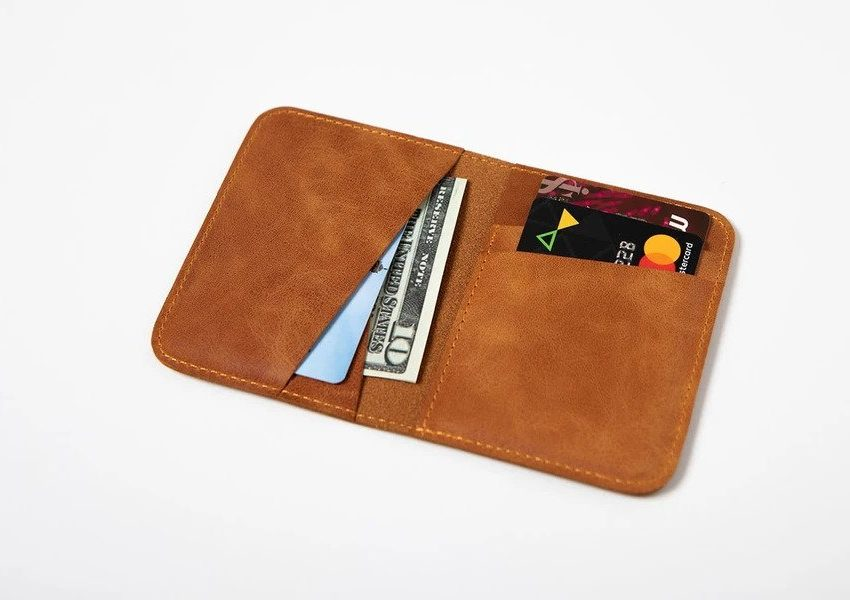 Swiss Wallet Slim and Minimal Mens Leather Wallet Camel 1 850x600 - Swiss Wallet - Slim and Minimal Men's Leather Wallet